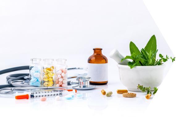 Tabletten und Kräuter